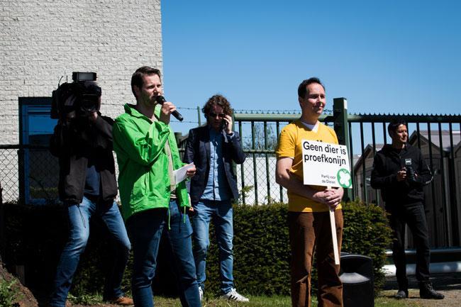 René Vonk van GroenLinks en Marco van der Wel van de Partij voor de Dieren bij de demonstratie