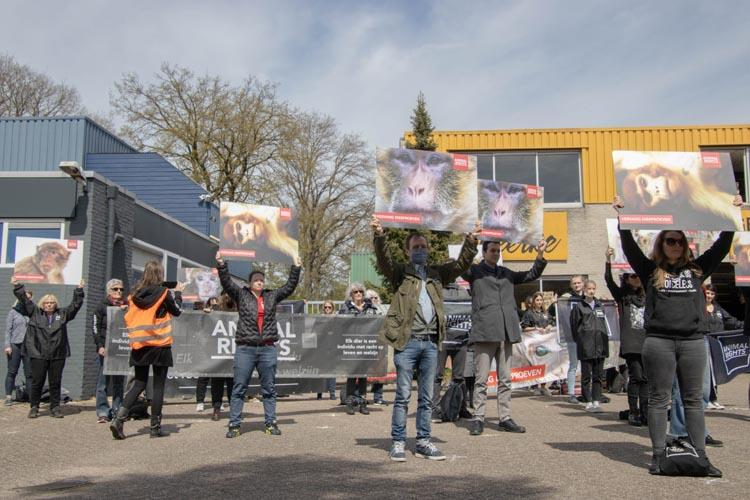 Animal Rights protest bij apenhandelaar Hartelust op Wereldproefdierendag
