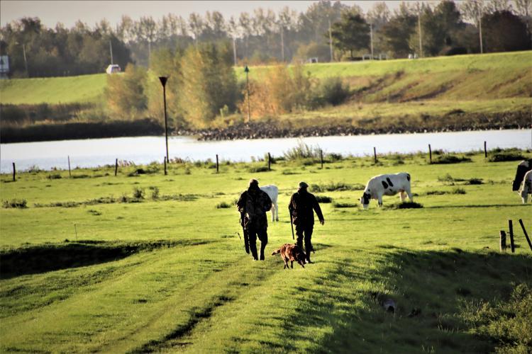Jagers in het veld.