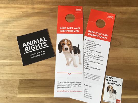 Deurhanger- en sticker 'ik geef niet aan dierproeven'